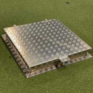 Aluminiumlucka 700×700 mm