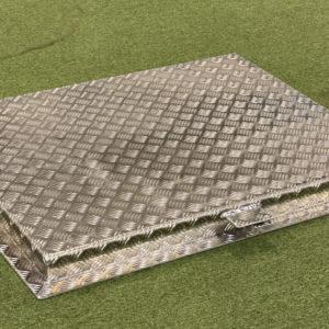 Aluminiumlucka 1000×760 mm