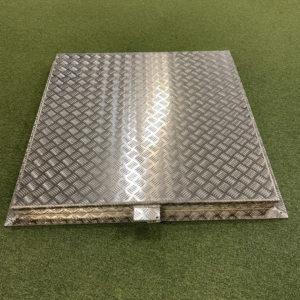Aluminiumlucka 1000×1000 mm